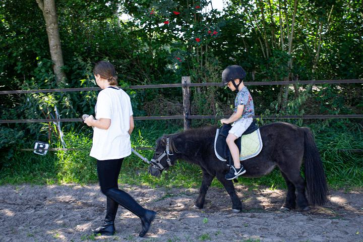 Lekker rijden op Maartje het paardje